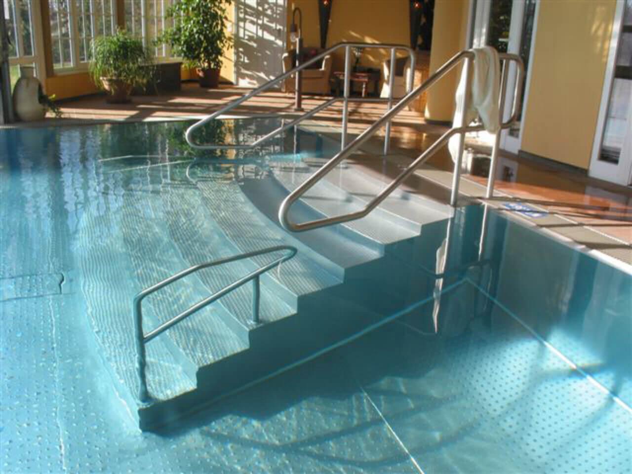 11Edelstahl Schwimmbecken