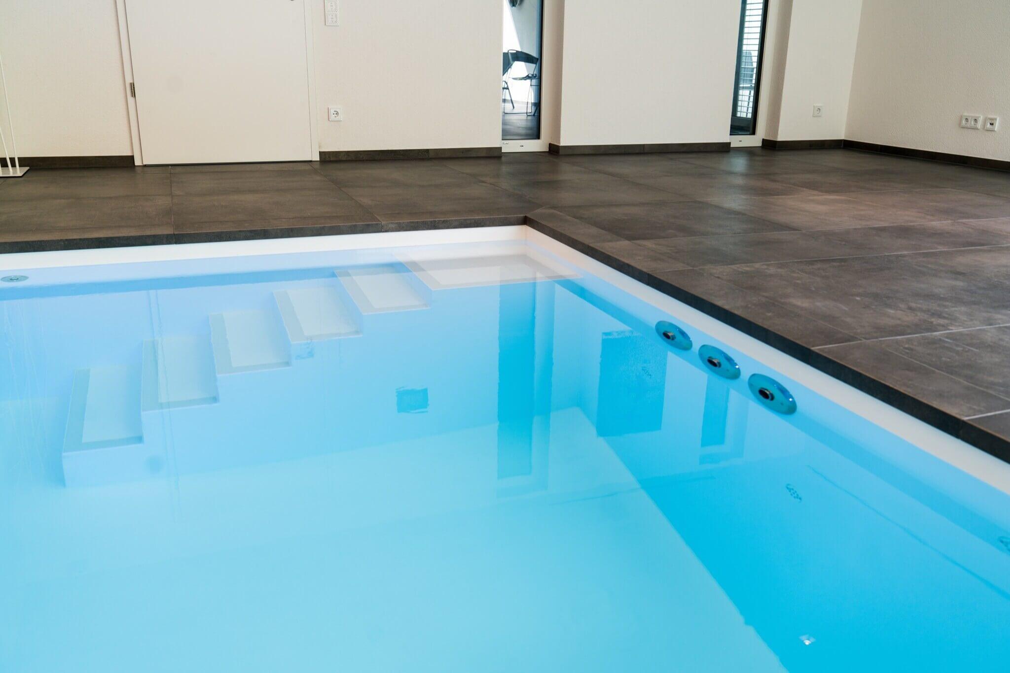 Kristallklares Wasser im VPS Schwimmbecken