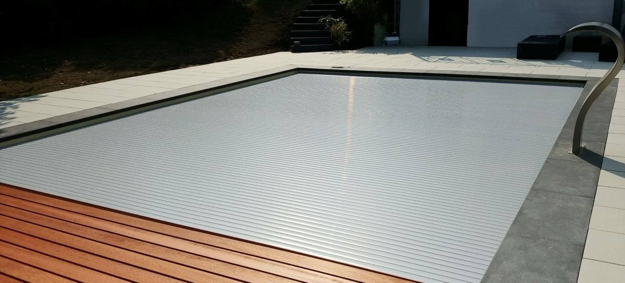 11Aufrollvorrichtung QUADRO mit grauen PVC-Hart SENIOR Lamellen